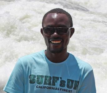 Eddy freut sich riesig über die großzügen Spenden – BLUMENBUNT Spendenaktion 2019